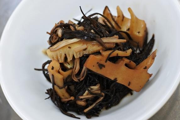 筍とアラメの煮物