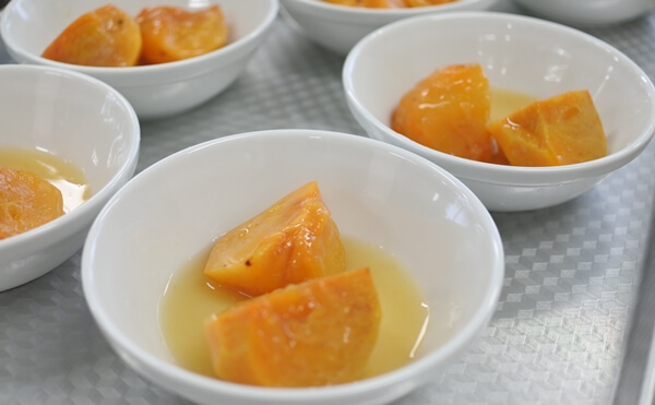 柿の番茶コンポート