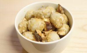 里芋と椎茸の味噌ゴマ和え